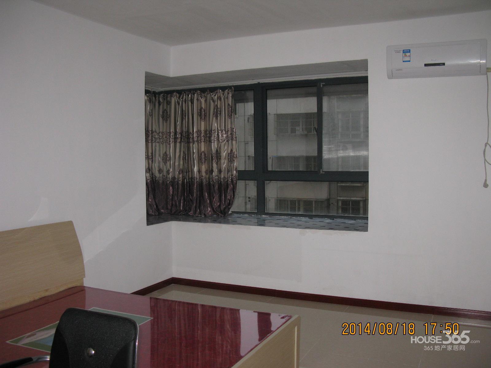 海空苑5室1厅2卫23.00�O合租不限男女中装