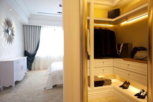 欧式整体衣帽间效果图:卧室转角衣柜