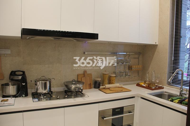 合景映月台E户型170方样板房——厨房