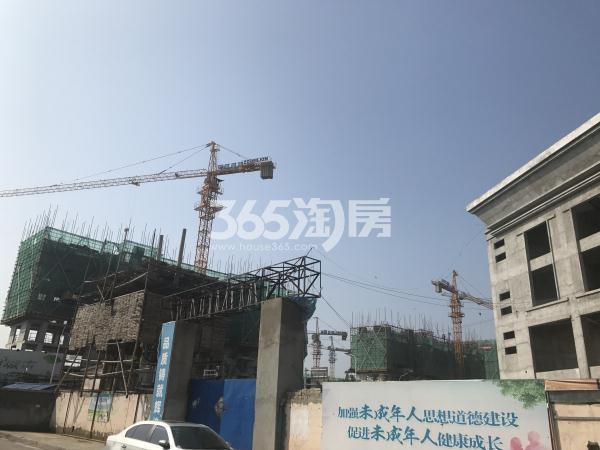 中昂朗琴项目工地东门实景图(9.15)